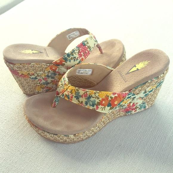 782f73c7ac Volatile Shoes   Flower Espadrille Wedge Flip Flop Sandal   Poshmark